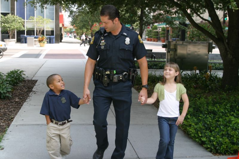 Police-Officer-With-Children